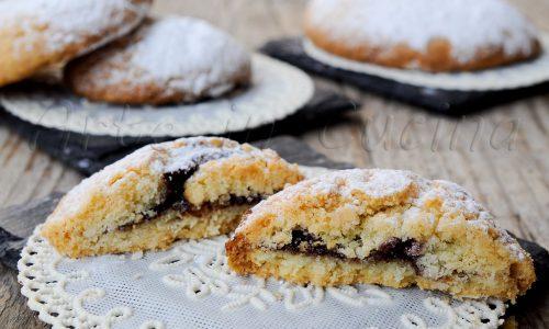 Panzerotti siciliani dolci con crema al cioccolato