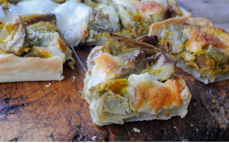 Tranci di crostata salata ai carciofi ricetta facile