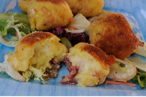 Bomboloni di patate olive e salame ricetta sfiziosa