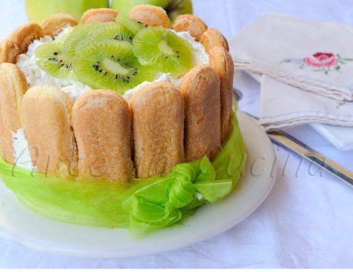 Charlotte ai kiwi banana e mele ricetta dolce veloce