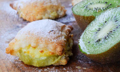 Dolcetti sfogliati con kiwi e crema