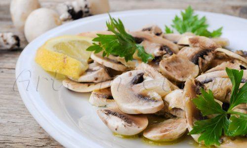 Insalata di funghi champignon con citronette