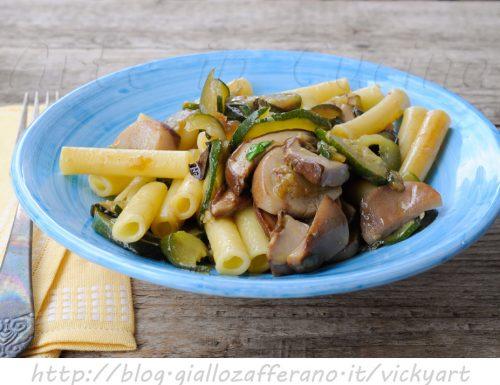 Pasta con funghi e zucchine ricetta facile