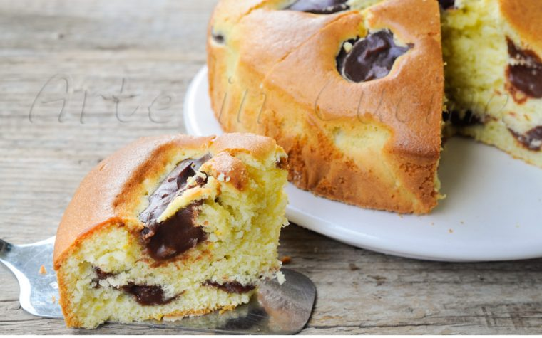Torta con crema al cioccolato ricetta facile