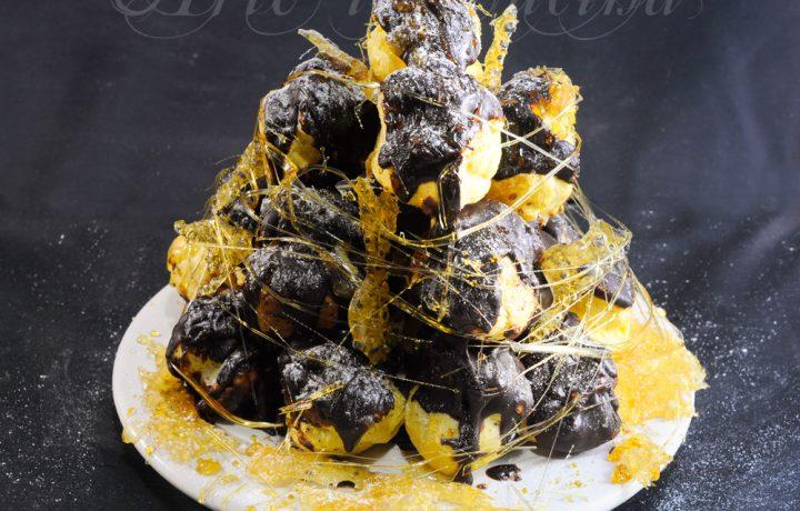 Croquembouche al cioccolato torta di bigne