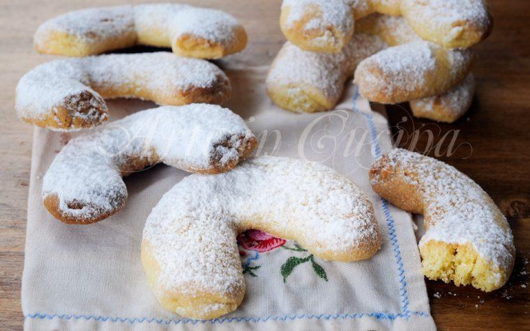 Vanillekipferl biscotti natalizi alle mandorle austriaci