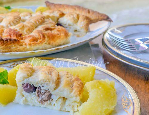 Baccalà in crosta di sfoglia a forma di pesce con patate