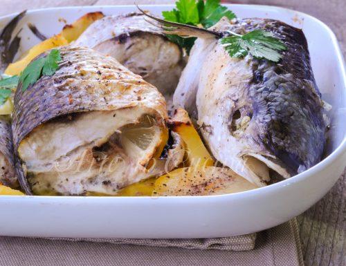 Cefalo al forno con patate e pinzimonio ricetta facile