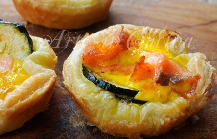Cestini di sfoglia salmone e zucchine ricetta veloce