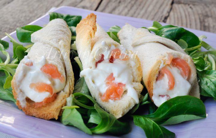 Coni di pancarre ripieni con burrata e salmone