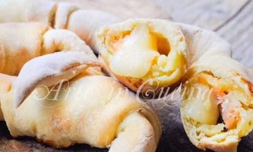Cornetti ripieni di patate e salmone ricetta veloce