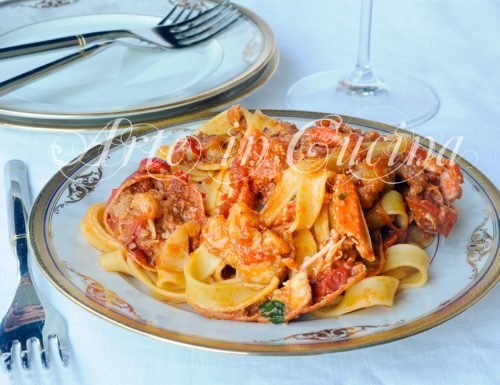 Fettuccine con astice e frutti di mare ricetta facile