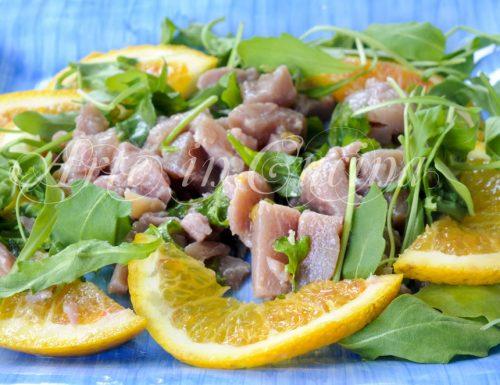 Insalata di tonno marinato all'arancia