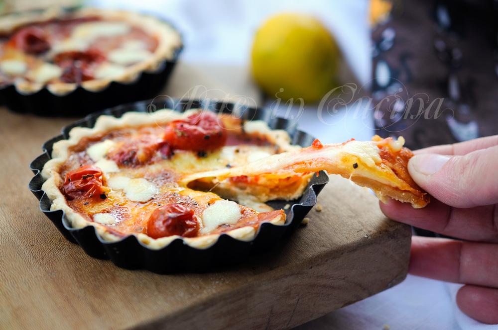 Pizzette di pasta brise provola e pomodoro vickyart arte in cucina