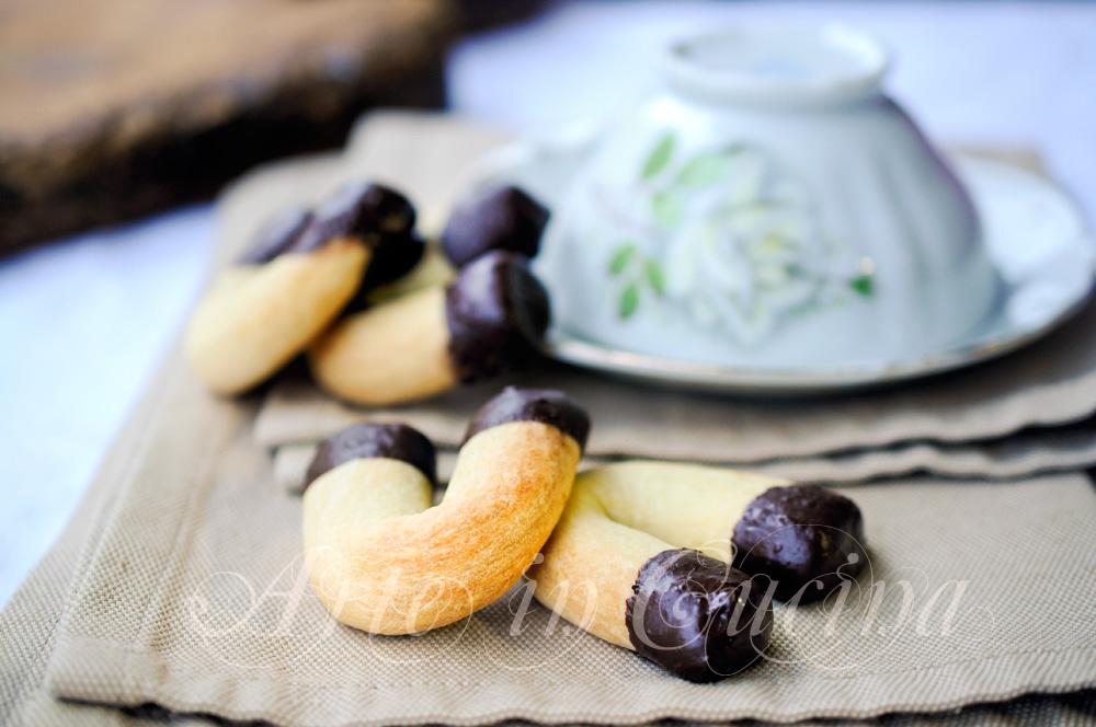 Biscotti ferro di cavallo arancia e cioccolato