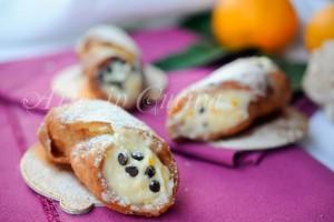 Cannoli alla crema di arancia e cioccolato con frolla