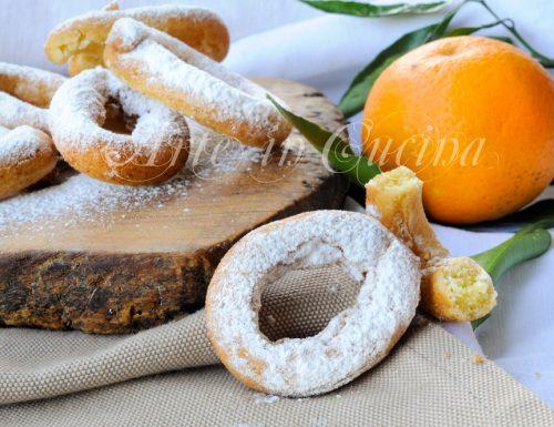 Ciambelline fritte di frolla all'arancia ricetta veloce