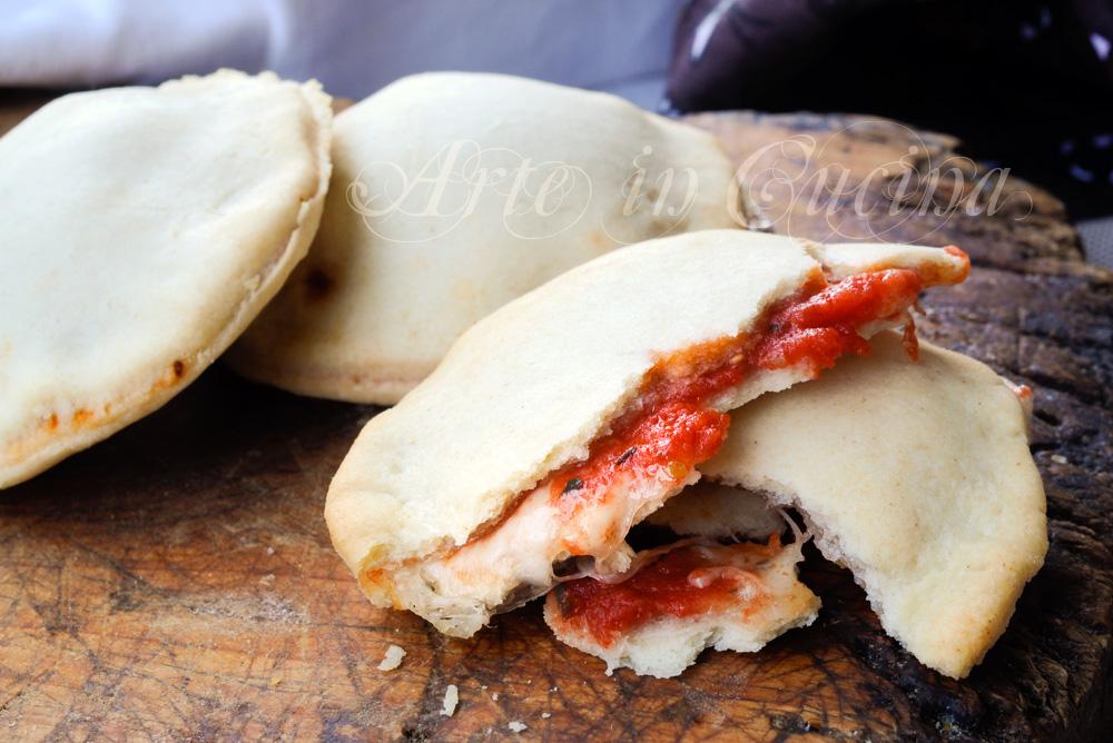 focaccine-pasta-brise-mozzarella-pomodoro-veloci-1