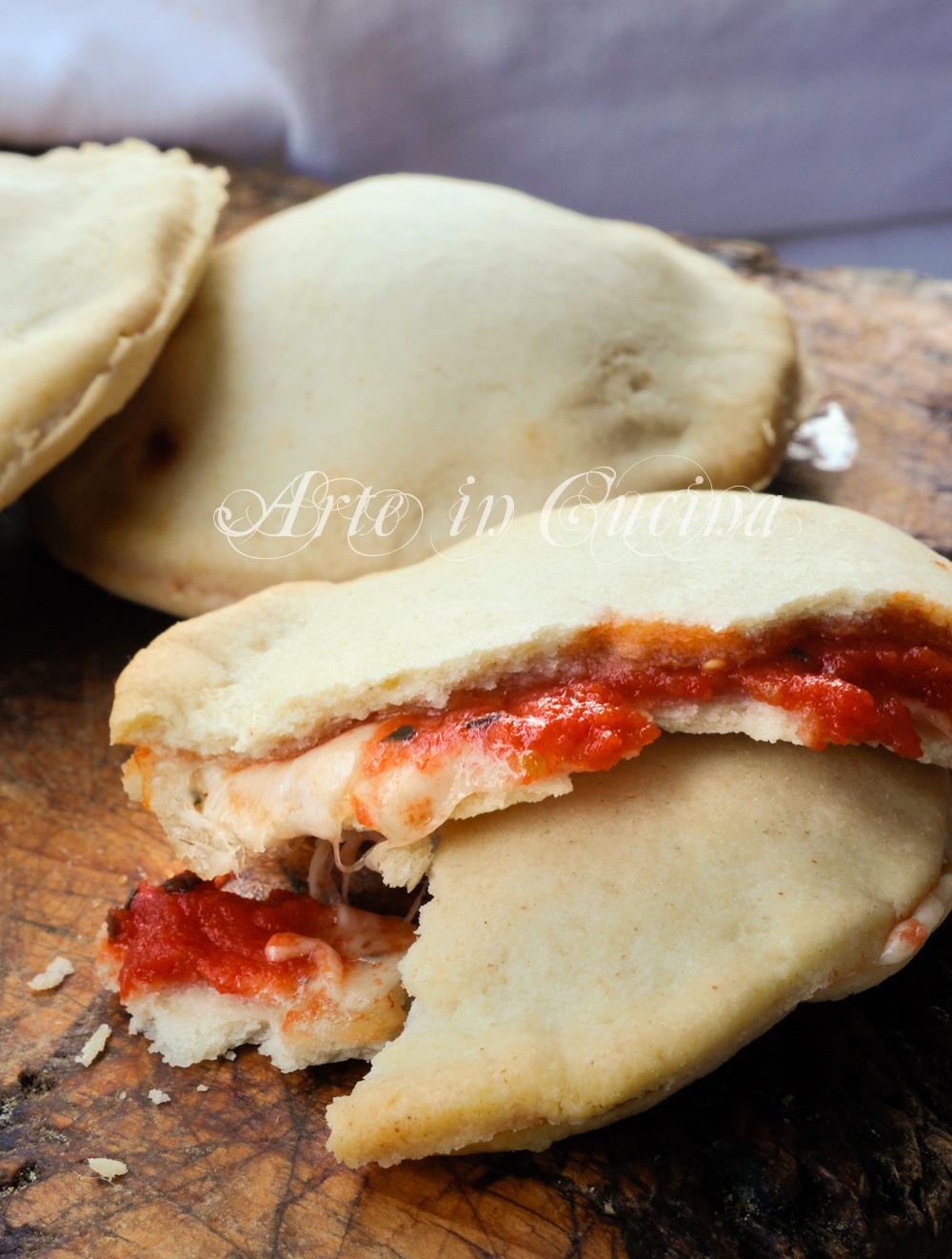 focaccine-pasta-brise-mozzarella-pomodoro-veloci-2