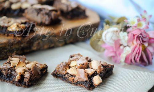 Golosoni dolci al doppio cioccolato e mandorle