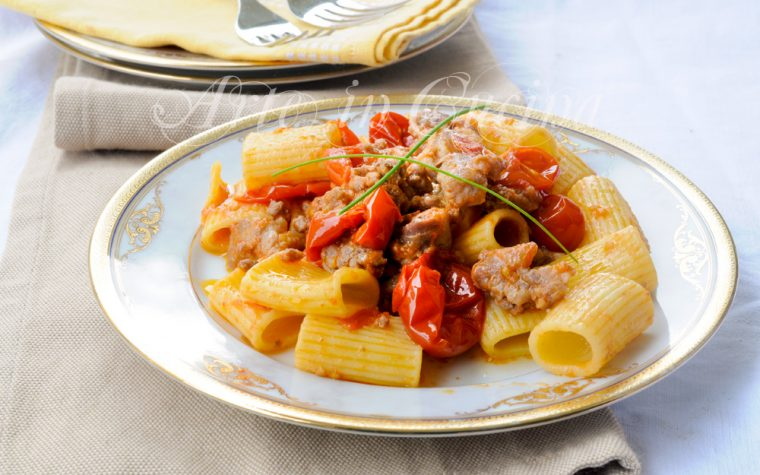 Pasta salsiccia e pomodorini ricetta veloce