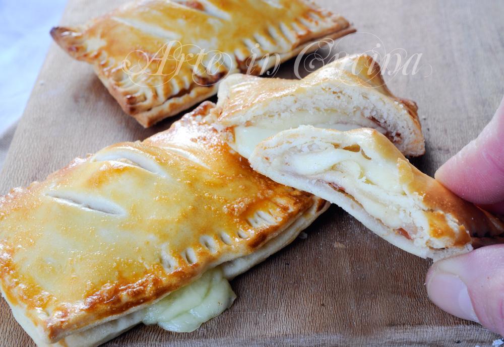 Sfogliatine di brisè crudo e stracchino ricetta veloce vickyart arte in cucina