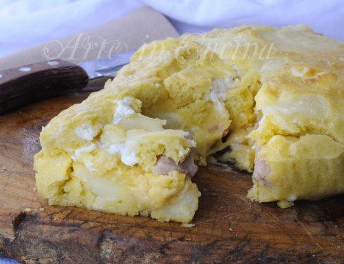 Torta salata versata con patate e robiola veloce