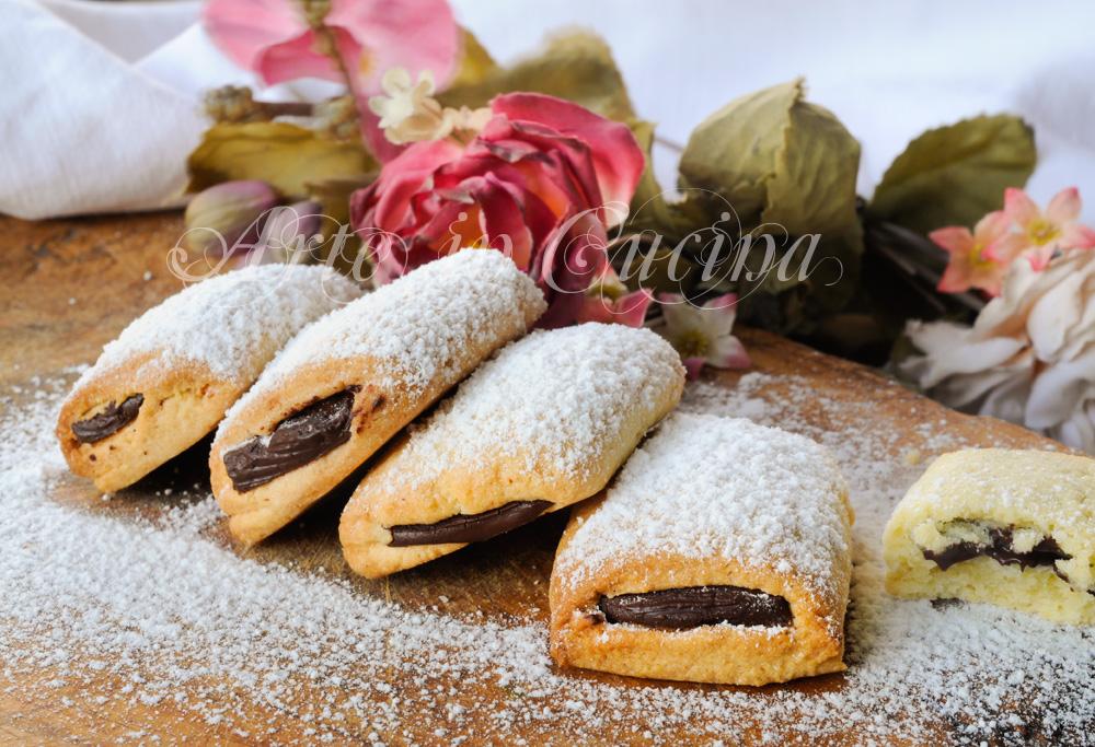 biscotti-ripieni-cubetti-cioccolato-ricetta-veloce-1