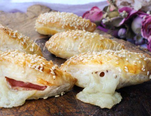 Lunette di sfoglia salame e provola ricetta veloce