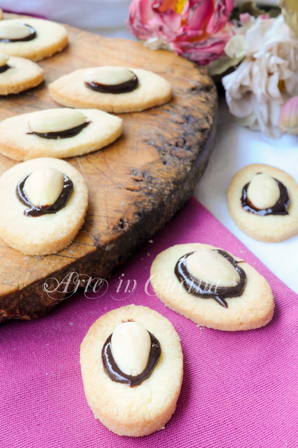 Occhi di mandorle biscotti facili e veloci vickyart arte in cucina