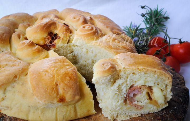Ciambella fiore di pan brioche soffice al prosciutto