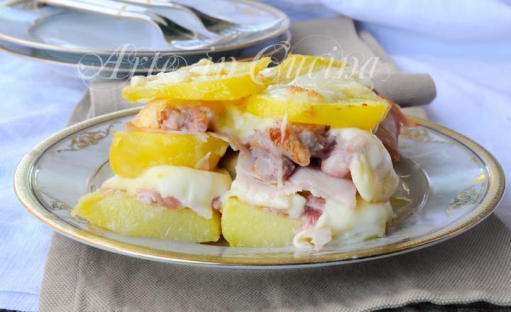 Parmigiana patate e salsiccia con fiordilatte