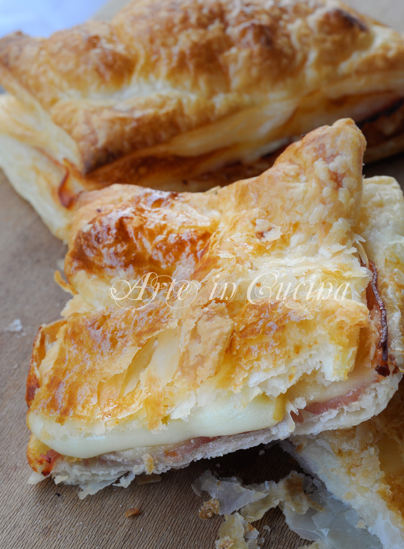 Sandwich di sfoglia con prosciutto e provola vickyart arte in cucina