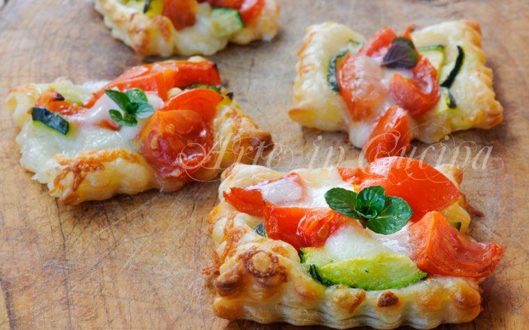 Sfogliette al parmigiano con zucchine e Asiago veloci