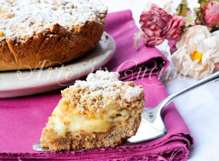 Torta con biscotti secchi alla crema di limone e mele