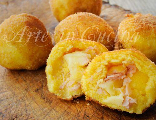 Bomboloni di polenta ripieni al formaggio ricetta