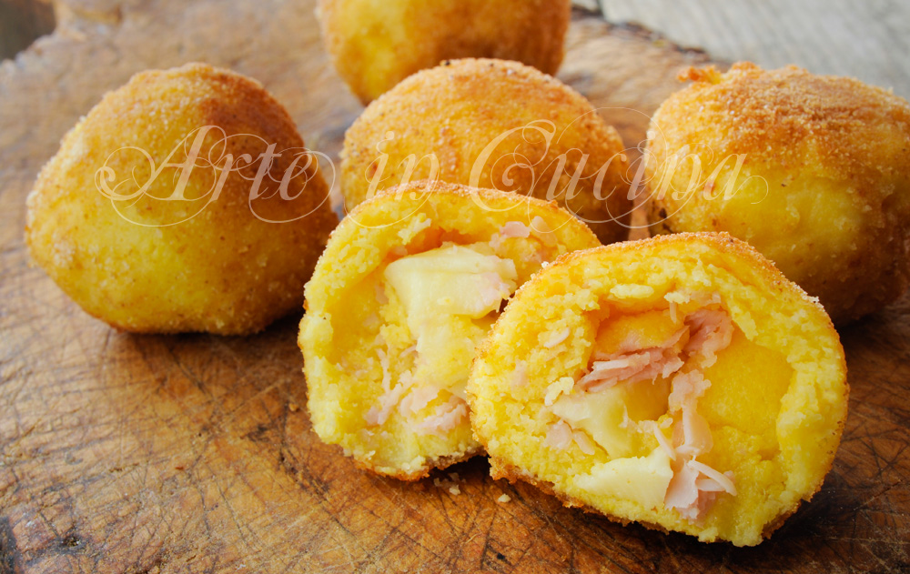 Bomboloni di polenta ripieni al formaggio ricetta vickyart arte in cucina