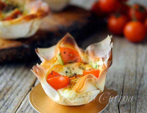 Cestini di pasta fillo ripieni con provola e pomodori