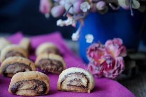 Girelle con crema di nocciole ricetta biscotti veloci