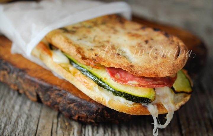 Panpizza farcito con zucchine provola e salame