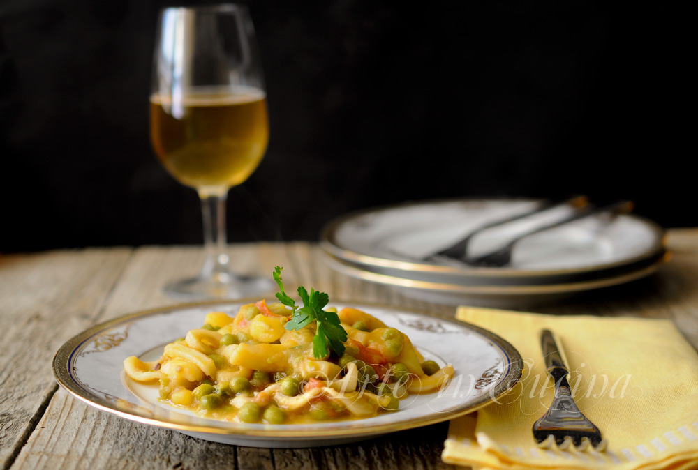 Seppie con piselli e patate in umido ricetta facile