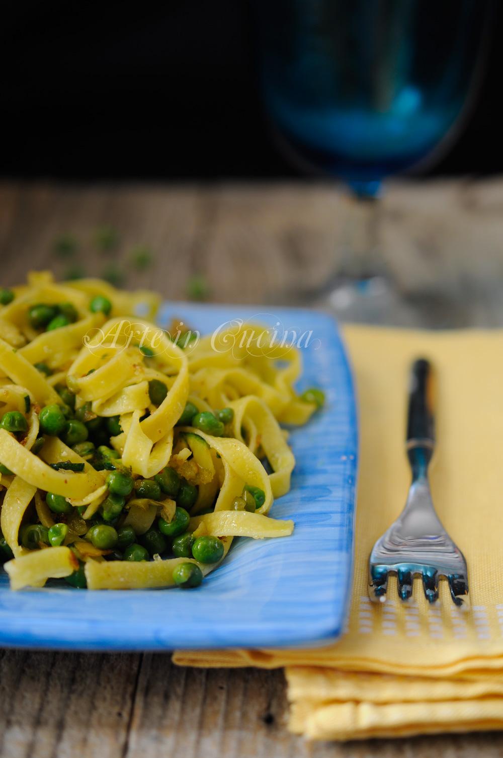 Tagliatelle con piselli zucchine e mollica ricetta veloce vickyart arte in cucina