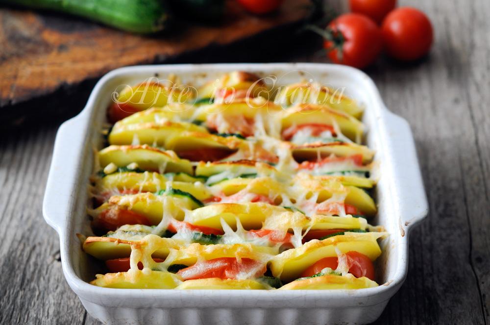 Teglia patate zucchine e pomodori ricetta piatto unico vickyart arte in cucina