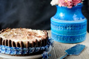 Torta nera e bianca dolce al doppio cioccolato