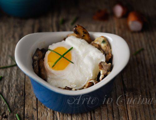 Uova affogate con funghi e panna ricetta veloce