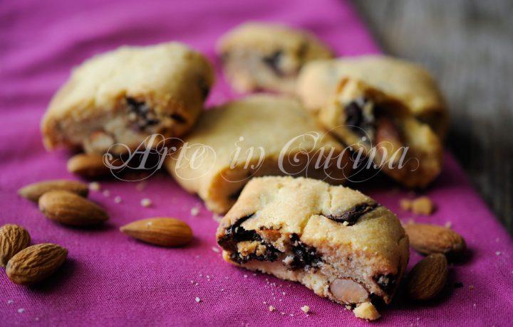 Biscotti mandorle e cioccolato facili e veloci