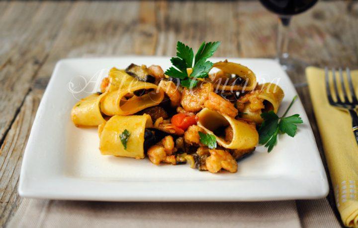 Calamarata con gamberi e melanzane ricetta facile