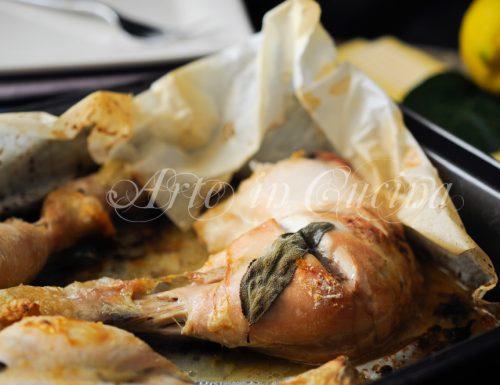 Cosce di pollo al cartoccio con limone e salvia