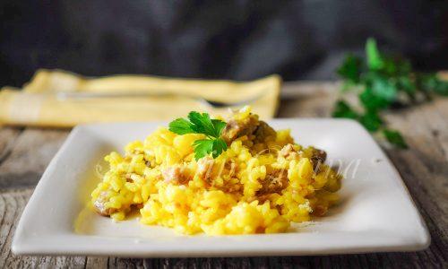 Risotto allo zafferano e salsiccia ricetta facile