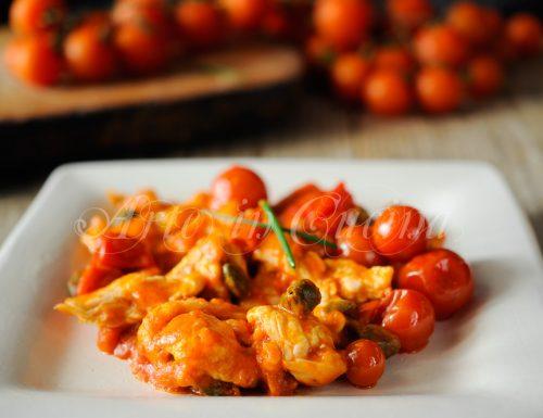 Straccetti di pollo pomodorini e capperi veloce